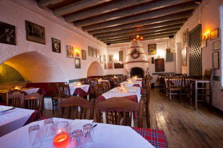 To-Palio-Tetradio-Mezedopolio---Restaurant-Plaka-002-(2)